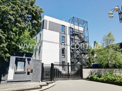 Здание на Институтской