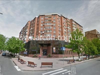 Фасад с отдельным входом на Тургеневской